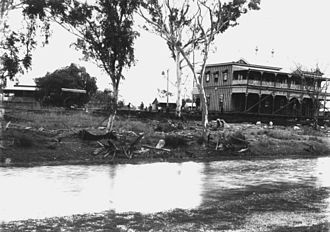 Clermont, Queensland - Leo Hotel moving along Lime Street after the flood, 1917