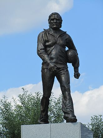 Kazimierz Górski - The bronze statue of Kazimierz Górski outside the National Stadium in Warsaw, unveiled in 2015
