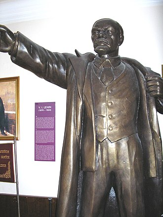 Museum of Communism, Czech Republic - Image: Statue of Lenin inside the museum of communism, Prague 2