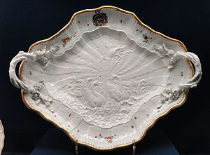 Swan Service - Image: Swan Service, stand for a tureen, c. 1737 1741, Meissen, modellers Johann Joachim Kandler and Johann Friedrich Eberlein, hard paste porcelain, overglaze enamels, gilding Gardiner Museum, Toronto DSC00896