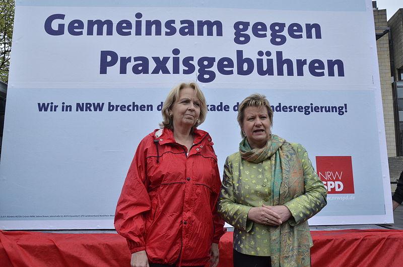 Datei:Sylvia Löhrmann & Hannelore Kraft Gemeinsam gegen Praxisgebühren 2.jpg