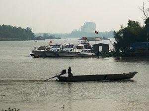 Tắc ráng trên sông Sài Gòn.JPG