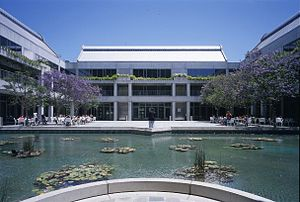 Skirball Cultural Center - Taper Courtyard