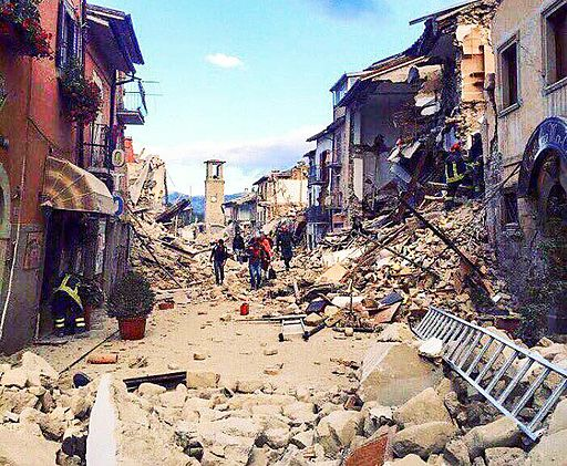 Terremoto centro Italia 2016 - Amatrice - corso Umberto I (29288060036)