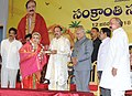 The Vice President, Shri M. Venkaiah Naidu presenting a memento to dancer Ms. Nadia, during the Sankranti celebrations at Swarna Bharat Trust, in Nellore, Andhra Pradesh.jpg