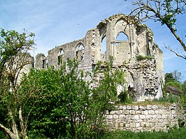 The ruined chateau chapel in Thiers-sur-Thève