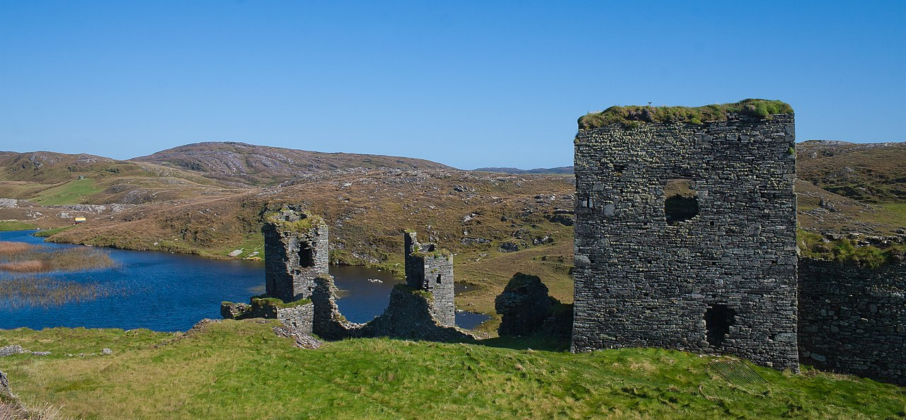 Wide angle shot of Dunlough Castle