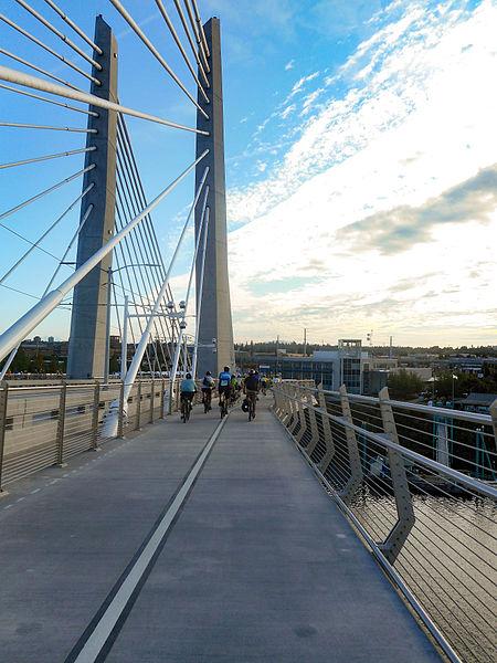 File:Tilikum Crossing - bicycles.jpg