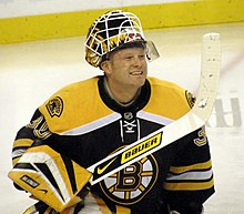 Photographie de Tim Thomas dans la tenue des Bruins de Boston