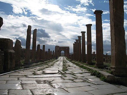 Ancient Roman ruins of Timgadon the street leading to the local Arch of Trajan Timgad rue.jpg