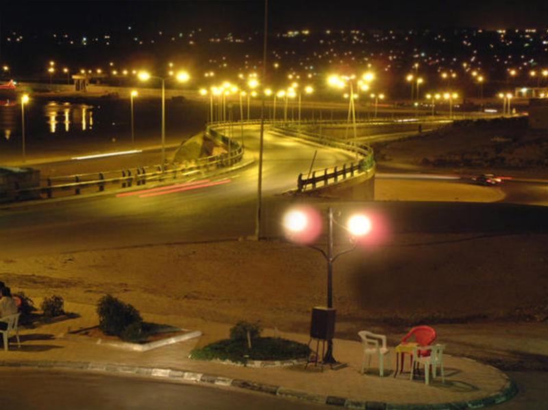 Fichier:Tobruk Night View.jpg