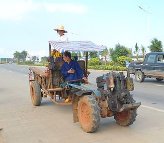 https://upload.wikimedia.org/wikipedia/commons/thumb/c/c5/Tractor_in_China_-_01.jpg/330px-Tractor_in_China_-_01.jpg