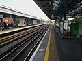 Turnham Green stn westbound Piccadilly look east.JPG