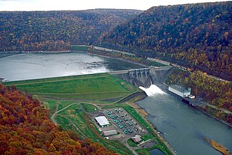 Gatehouse (waterworks) - The Kinzua Dam in Pennsylvania, with outlet works releasing water.