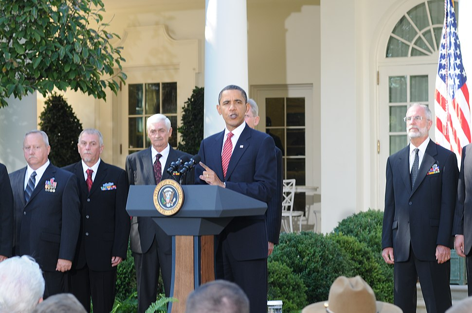 US Army 53603 Veterans stand behind president