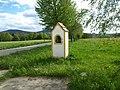 Výklenková kaplička na rozcestí u Humenic (Q104984672).jpg
