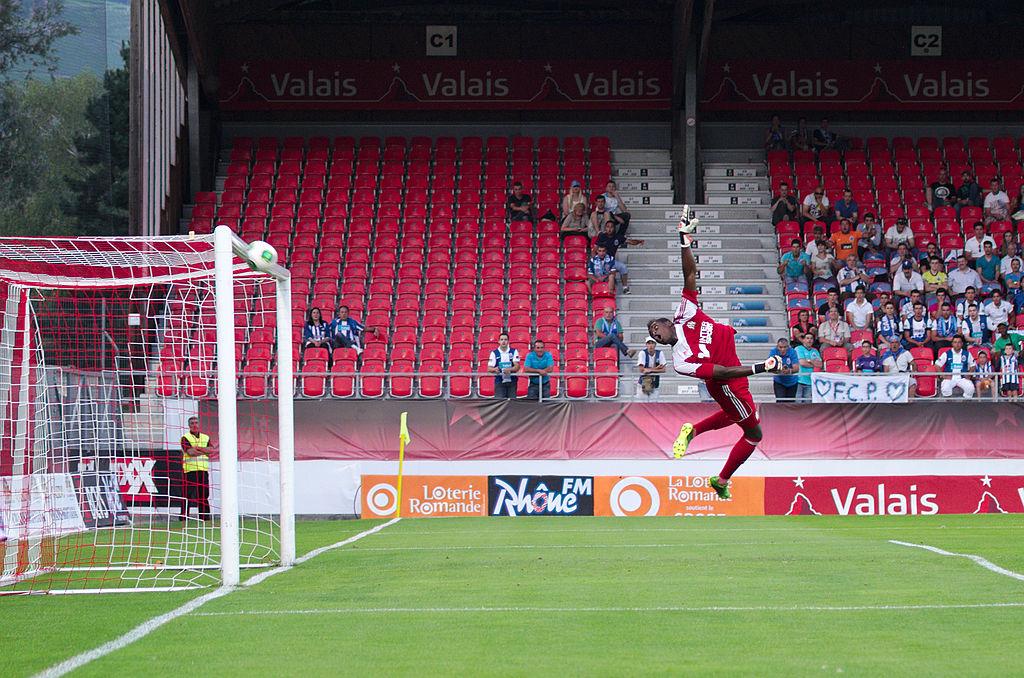 Valais Cup 2013 - OM-FC Porto 13-07-2013 - Brice Samba en extension.jpg
