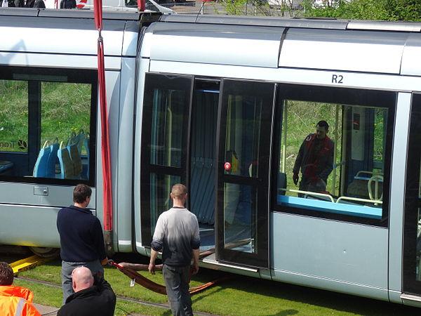 Valenciennes & Anzin - Déraillement de la rame de tramway n° 17 à la sortie du dépôt de Saint-Waast le 11 avril 2014 (051).JPG
