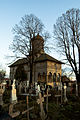 Vedere laterata din cimitir a biserii brancovenesti din doicesti.jpg