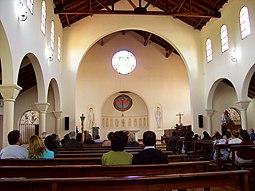 La nave central de la iglesia durante una de las liturgias.]