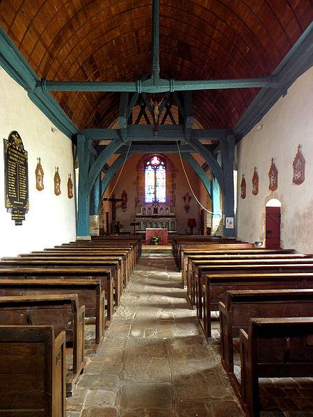 Église Notre-Dame-de-la-Visitation de Vieuvy (53). Intérieur. Vue vers le chœur.
