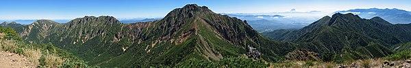 阿弥陀岳より見た南八ヶ岳の山々
