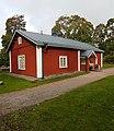 Viikin kartanon väentupa, läntinen sivurakennus.jpg