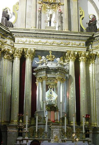 Zapopan - Main altar with the Virgin