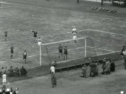 Bestand:Voetbalwedstrijd Nederland - België (1-0).ogv