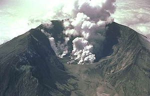 Active volcano Mount St. Helens shortly after ...