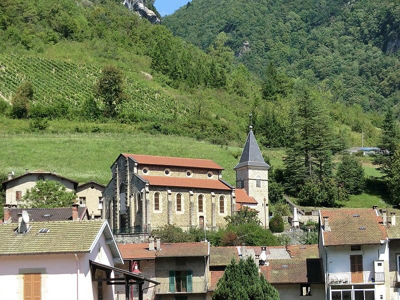 Vue d'Argis et de son église.