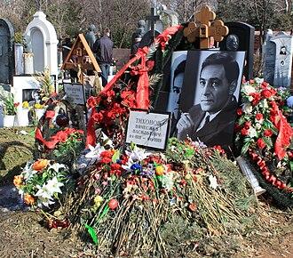 Vyacheslav Tikhonov - Vyacheslav Tikhonov's grave