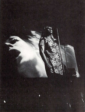 Art pop - Multimedia performance of Warhol's Exploding Plastic Inevitable featuring Nico (right), 1966.