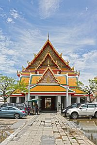 Wat Kanlayanamit - Entrance.jpg