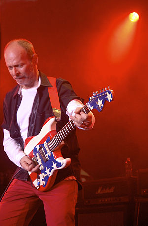 Wayne Kramer (guitarist) - Wayne Kramer at Road Recovery Benefit, Nokia Times Square Theater, 2009   (Photo Credit: Tracy Ketcher)