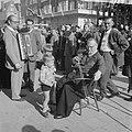 Wedstrijden voor straatmuzikanten, een der Volendammers heeft een leerling, Bestanddeelnr 914-3834.jpg