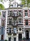 foto van Herenhuis, gebouwd in de trant van het eclecticisme met gepleisterde decoraties uitgevoerd