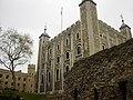 White Tower of London (05-06-2005).jpg
