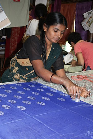 Woman doing Block Printing at Halasur village, Karnataka.jpg