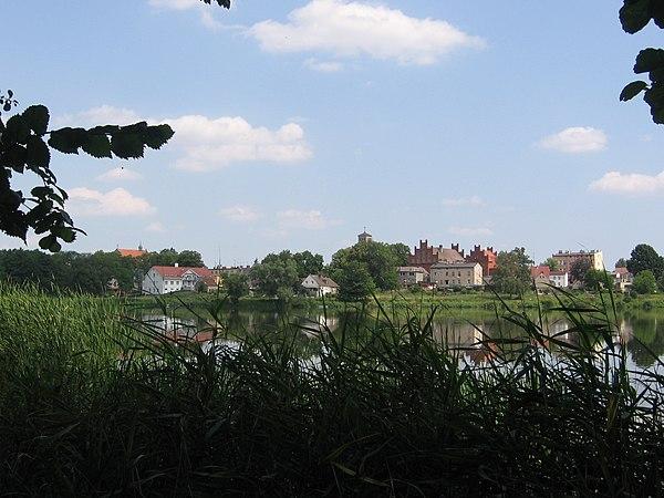 Widok Starego Miasta z przeciwleg�ego brzegu Jeziora Miejskiego