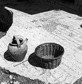 """""""Krugla"""" (vrč) za vodo ali vino in """"peklu"""" (pekač) za šarkel za ojnet, Hrastno 1961.jpg"""