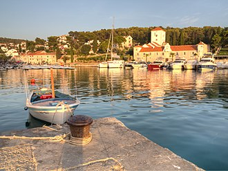 Šolta - Image: Šolta Maslinica Hrvatska Hafen 2012 a