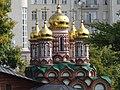 Вид с Патриаршего моста на Церковь Николая Чудотворца на Берсеневке в Верх. Садовниках Москва 2.JPG