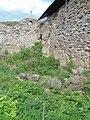 Заболоченные остатки водяных рвов цитадели. Заметна часть каменной облицовки.jpg