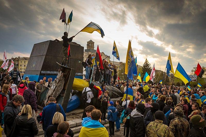 Пам'ятник В.І.Леніну (знесено), Краматорськ. Автор фото — Костянтин Брижниченко, ліцензія CC-BY-SA-4.0