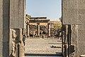 מבט דרך השער של בית הכנסת העתיק.jpg