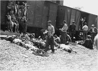 Iași pogrom - Bodies being thrown down from the death train