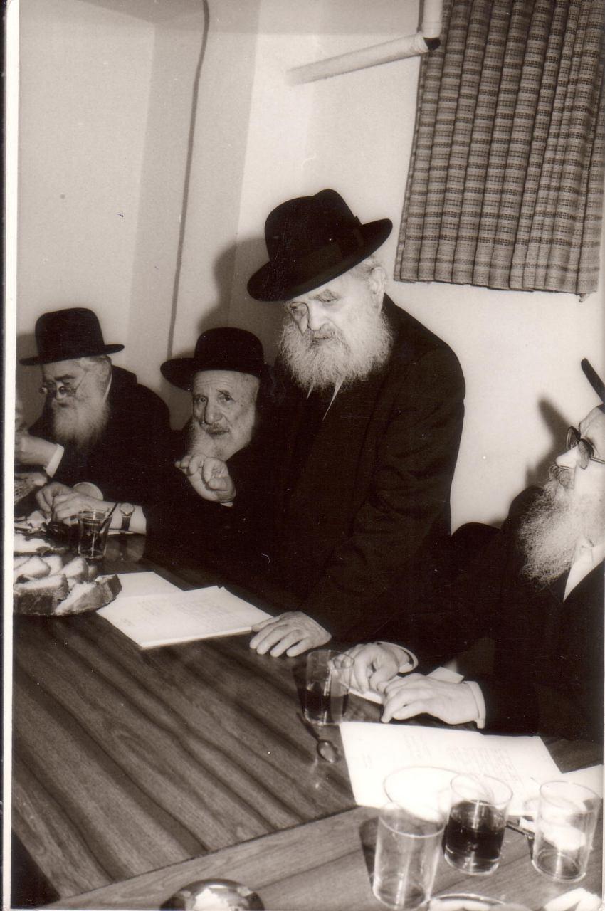 ר יעקב קמינצקי הרב שך והרבי מסלונים