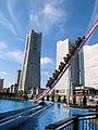 ランドマークタワーとジェットコースター - panoramio.jpg