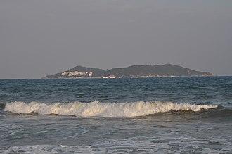 Wuzhizhou Island - Wuzhizhou Island viewed from Haitang Bay